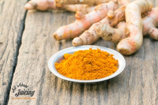 fresh turmeric root and powder